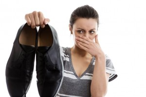 Cách khử mùi đơn giản cho giày